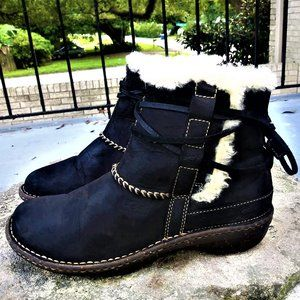 UGG Australia Rianne Black Leather Shearling boots